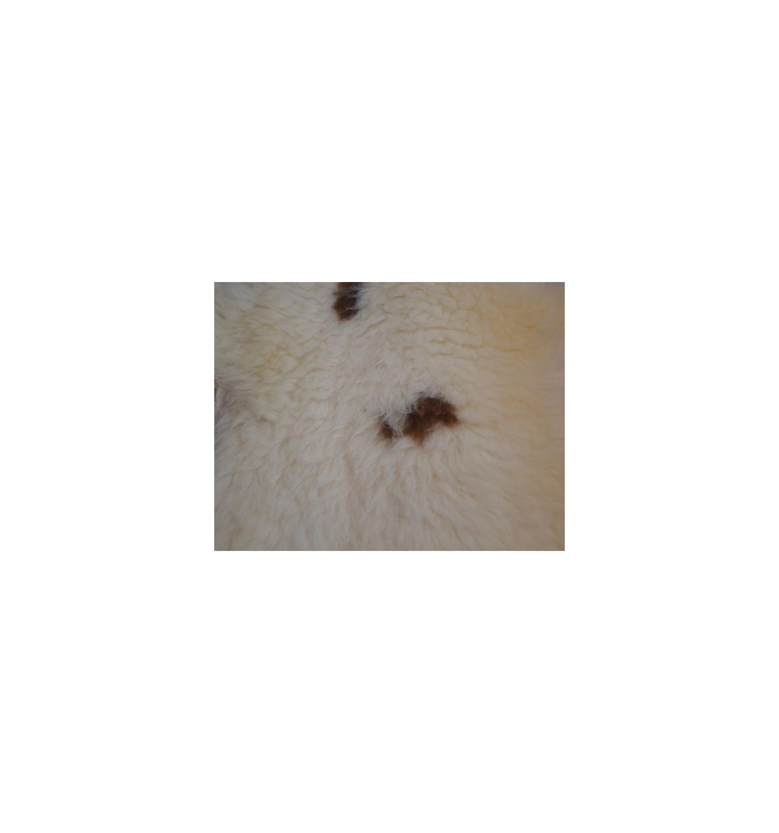 Peau De Mouton Naturelle : peau de mouton naturelle tachet e ~ Teatrodelosmanantiales.com Idées de Décoration