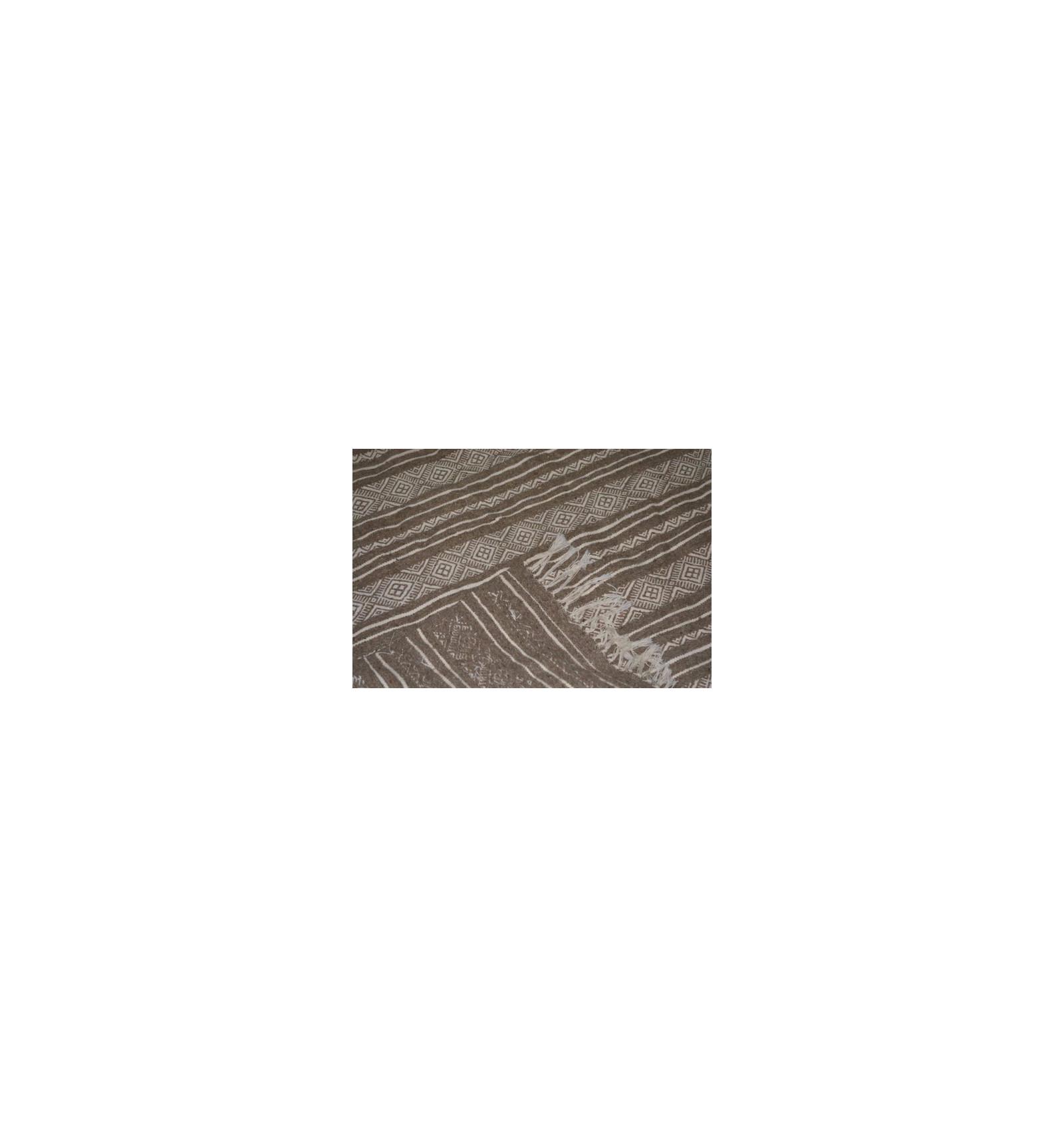 tapis gris et blanc kilim. Black Bedroom Furniture Sets. Home Design Ideas